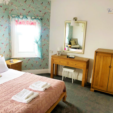 Deluxe Rooms | King Size Beds | Guesthouse | Fossil Tree Blackpool